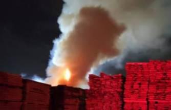 Bursa'da kereste deposunda yangın