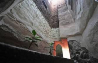 Bursa'da, Babazakir türbesi iki bina arasında kaldı! Varlığından haberdar olmayanlar var