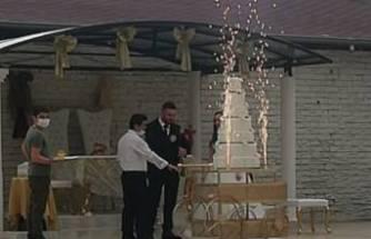 Bursa'da karantinada olması gerekirken düğün salonunda çalıştı
