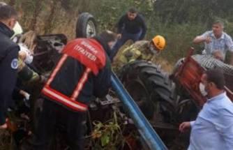 Bursa'da devrilen traktördeki 3 kişi yaralandı