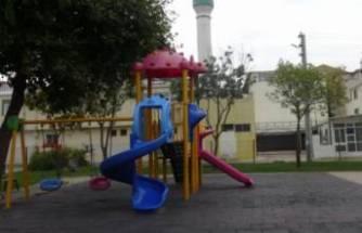 Parkta iğrenç olay! Çocuklara cinsel organını gösterdi