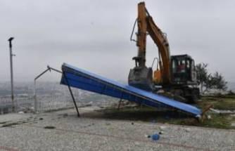 Uludağ Yolu'nda kaçak kafeterya yıkıldı