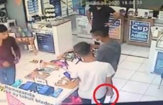 Bursa'da telefon hırsızların rahat tavırları pes dedirtti