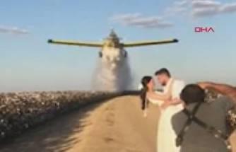 Düğün fotoğrafında yangın söndürme uçağı kullandılar