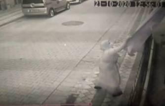 Türk Bayrağı'na çirkin saldırı! Şehit babası isyan etti