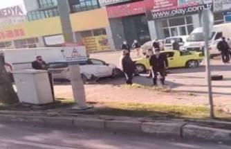 Bursa'da kontrolden çıkan otomobil park halindeki araçların arasına daldı!