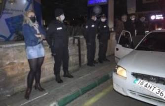 Bursa'da sokağa çıkma yasağını delen çift şaşkına çevirdi