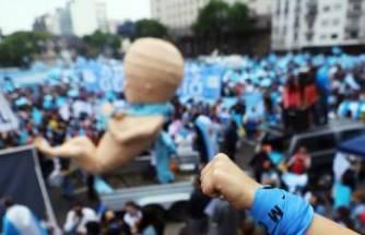 Kürtaj karşıtları sokağa indi