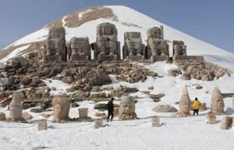 Esaretten kurtulan Nemrut Dağı ilk turistlerini ağırladı
