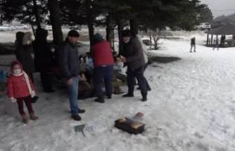 Bursa'da mangalını alan Uludağ'a çıktı! Pistler doldu taştı