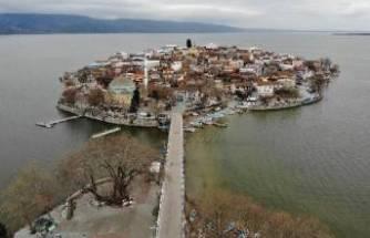 Bursa'da sular yükseldi, tarihi köy yine ada oldu