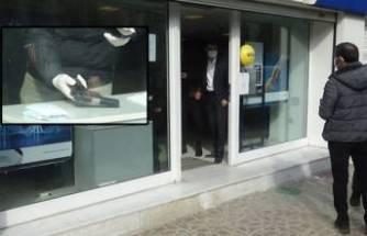 Müşteri gibi gelip bankayı soymaya çalıştı