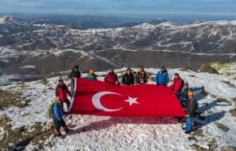 Yıldız Dağı'na tırmanan dağcılar, zirvede Türk bayrağını dalgalandırdı