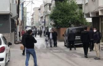 Bursa'da kısıtlamaya aldırış etmeyen vatandaşlar sokaklara akın etti