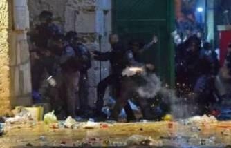 İsrail polisi Mescid-i Aksa'daki cemaate saldırdı! Çok sayıda yaralı var