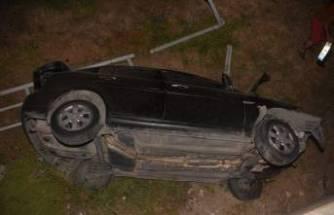 Otomobil şarampole devrildi... Araçta sıkışan arkadaşını bırakıp kaçtı!