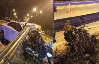 TEM'de feci kaza! Bariyere çarpan otomobilin motoru yerinden fırladı