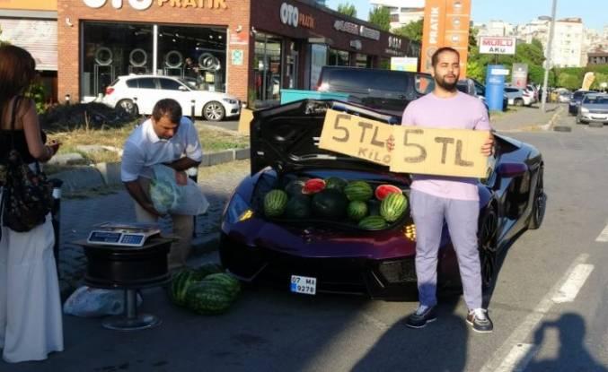 Lüks aracın bagajında karpuz sattı
