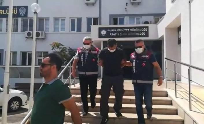 Bursa'da minibüs hırsızı kameralara yakalandı