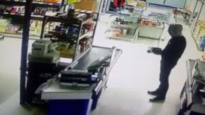 Bursa'da silahlı soygun güvenlik kamerasında!