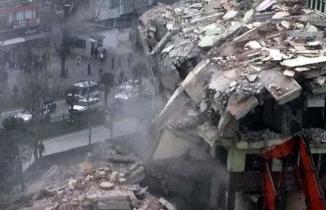 Deprem gibi yıkılma anı kameralara böyle yansıdı