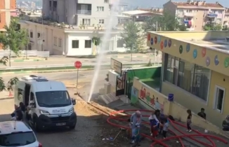 Bursa'da internet altyapı çalışması sırasında boru patladı!