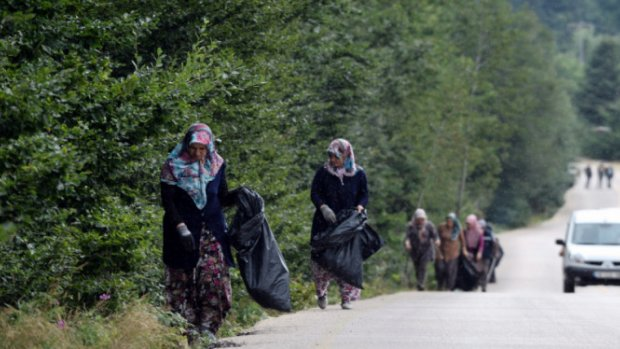 Bursa'da 'kadın temizlik timi' iş başında