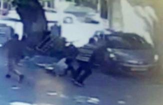 Bursa'da kavga ettiği 5 kişinin üzerine araba sürdü