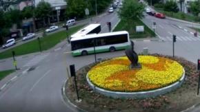 Bursa'da iki otobüs kafa kafaya çarpıştı!