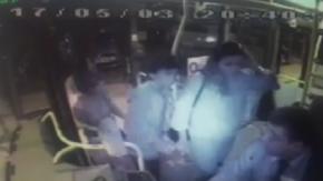 Kadın yolcu, halk otobüsü şoförünü bıçakladı